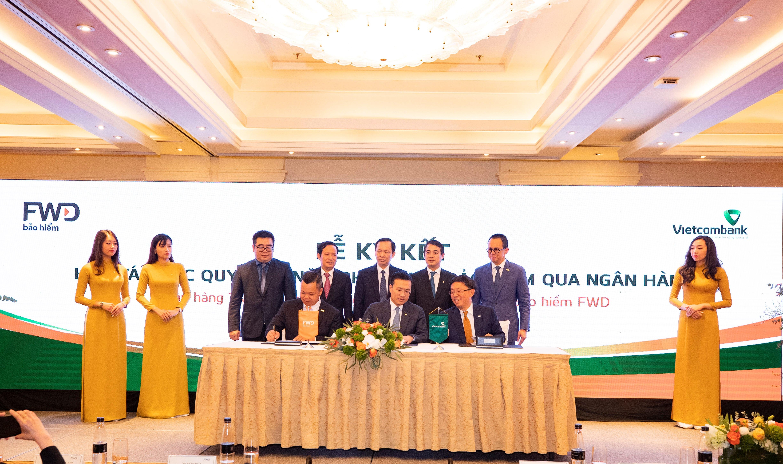 Vietcombank và FWD ký kết hợp tác độc quyền 15 năm phân phối bảo hiểm qua ngân hàng tại Việt Nam