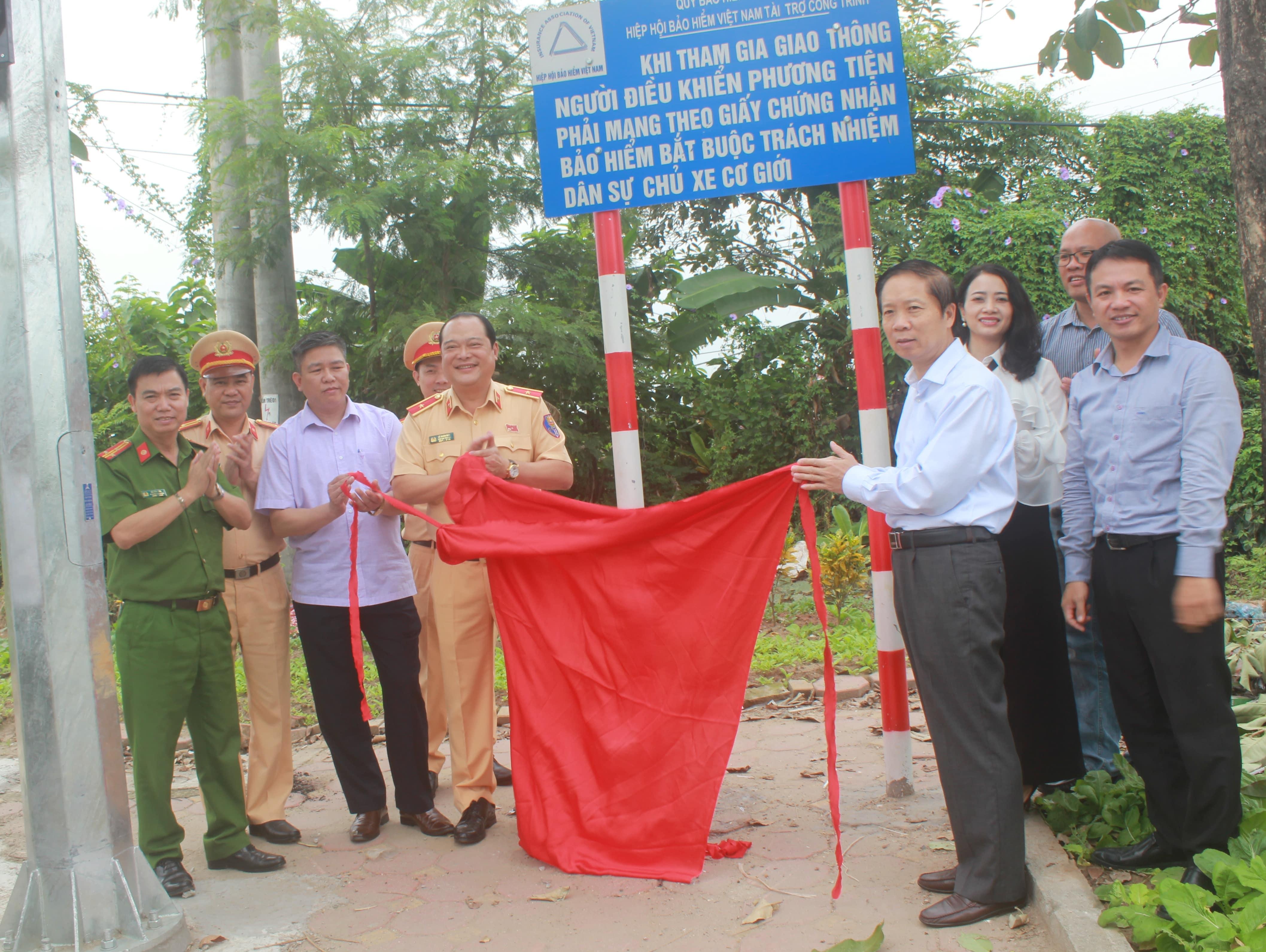 Khánh thành đèn tín hiệu giao thông tại huyện Văn Giang tỉnh Hưng Yên