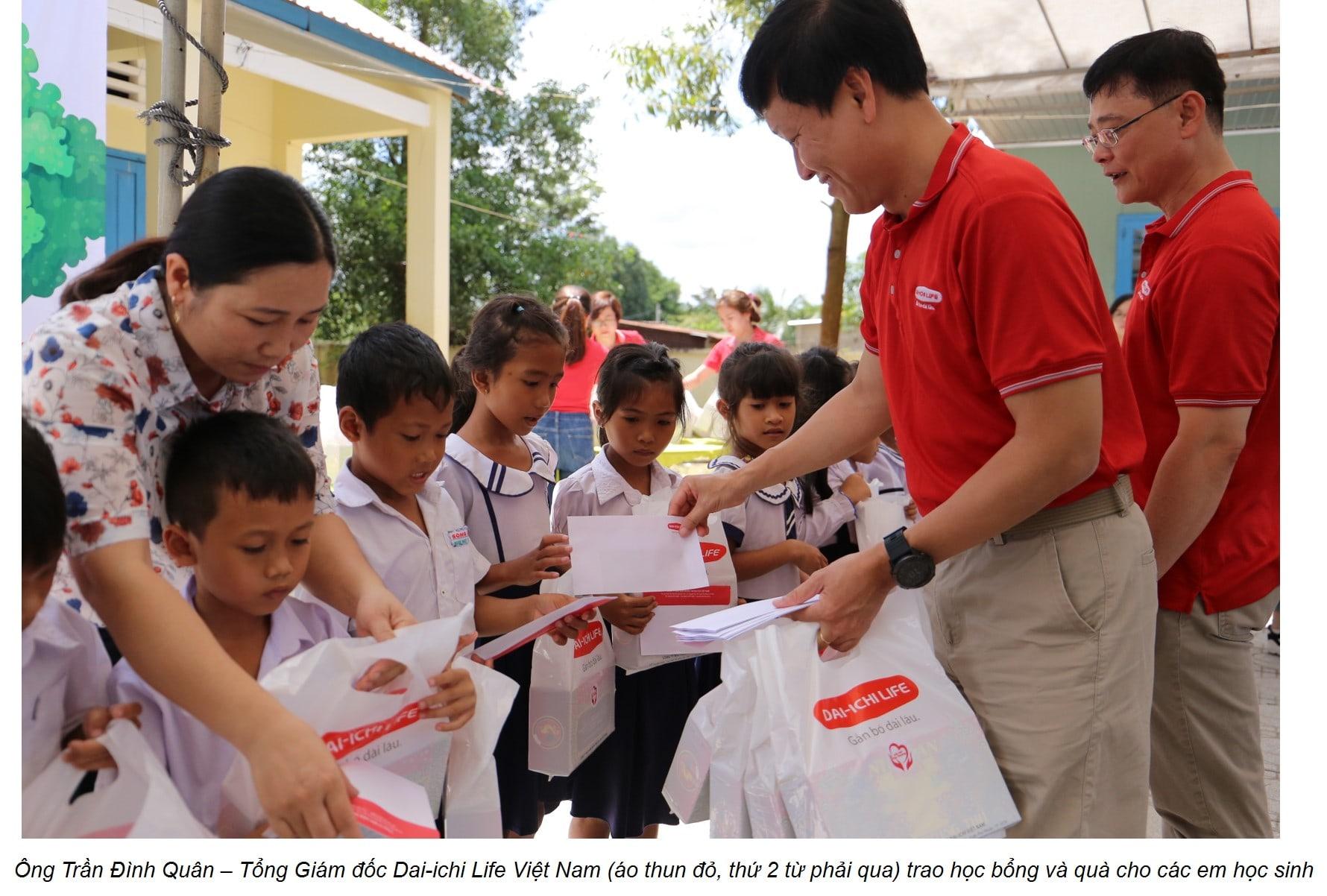 Công ty BHNT Dai-ichi Việt Nam mang Tết Trung Thu đến với trẻ em có hoàn cảnh khó khăn tỉnh Bình Thuận