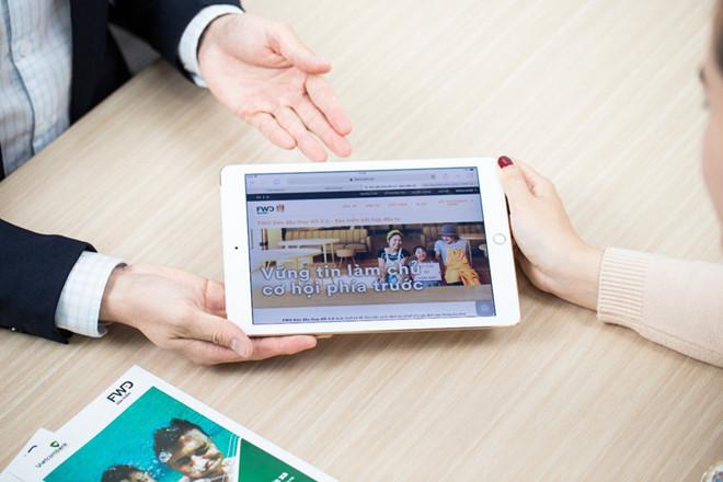Giải pháp bảo hiểm 'FWD đón đầu thay đổi 2.0' cho phép rút tiền trực tuyến