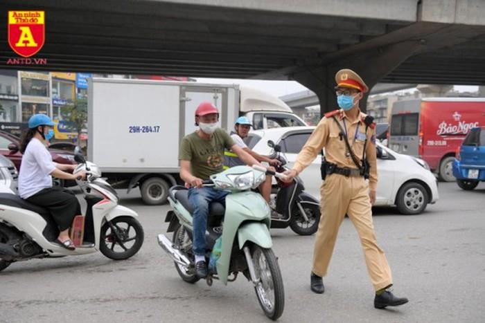 Quy định mới nhất về các giấy tờ cần mang theo khi lái xe ô tô, xe máy và mức xử phạt