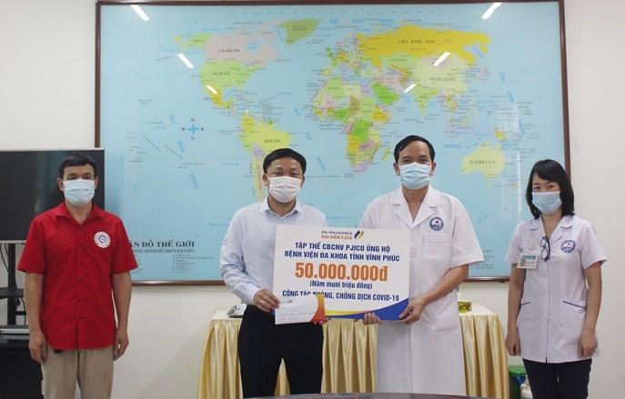 Tổng Công ty cổ phần Bảo hiểm Petrolimex hỗ trợ Bệnh viện Đa khoa tỉnh 50 triệu đồng để phòng, chống dịch
